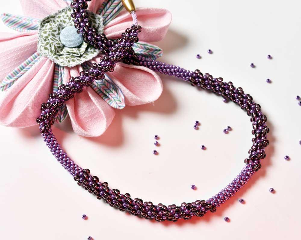 Perlen in Aubergine und Lilametallic