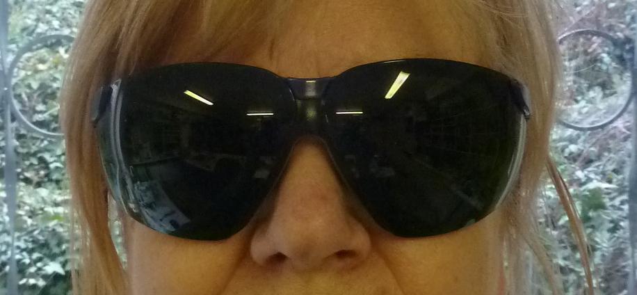 Schutzbrille auf