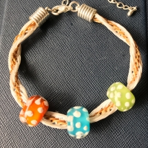Kumihimo Armband mit Glasperlen