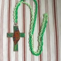Kreuz aus Kupfer mit efcolor dekoriert